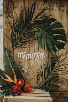 Style in spades here this morning lovelies. Whether you are planning a sizzling destination affair or a cosy luxe winter celebration, the tropical trend can Tropical Home Decor, Tropical Party, Tropical Vibes, Tropical Houses, Tropical Interior, Tropical Colors, Tropical Wedding Decor, Bar Deco, Havana Nights Party