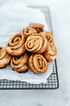 Cinnamon Rolls - ein einfaches Rezept aus London Croissant Recipe, Pull Apart Bread, Cupcakes, Kitchen Witch, Cinnamon Rolls, Soul Food, Delish, Food Photography, Homemade