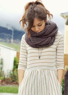 infinity scarf idea: bulky yarn and simple yet eye-catching pattern combo