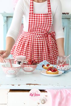 gingham apron - I want this which means I need to make myself a red gingham apron.