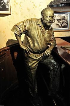 Bronze of Hemingway at the Floridita, Havana with photo of Hemingway and Castro in the background