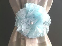 flower curtain tieback..would be nice in red with my b & w curtains