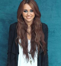 Even though its fake, I STILL want her hair!