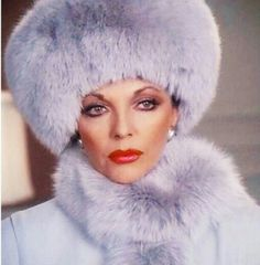Bow down to Joan Collins Fabulous Furs, Classy And Fabulous, Dame Joan Collins, Lily Collins, Divas, Alexis Carrington, Pin Up Retro, Der Denver Clan, It's All Happening
