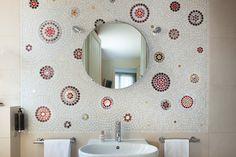 Creative mosaics in bathroom - Montparnasse - Hotel Aiglon Paris - Esprit de France - #espritdefrance #hotelaiglonparis