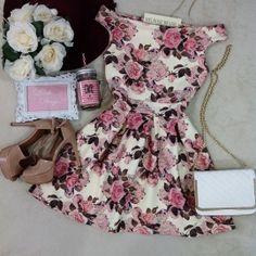 Vestido Laiane NEOPRENE Ombro à  Ombro  ( Estampa Arabescos/Rosas)
