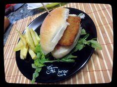 Fish+burger+fatto+in+casa Hot Dog Buns, Hot Dogs, Mamma, Bread, Food, Dinner, Brot, Essen, Baking