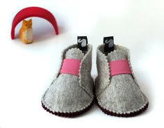 OMG - these are SO cute.  Baby shoes wool felt booties children clothing pink by svantjeshop, €28.90