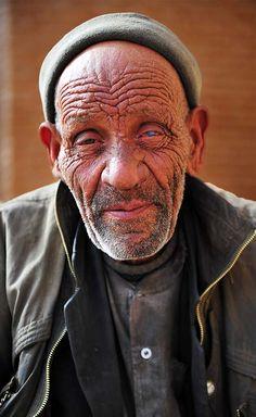 A man outside the Aramgah-e Shah Ne'matollah Vali mausoleum, Mahan, southern IRAN (Feb. 2013)