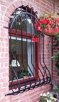 Home Window Grill Design, Balcony Grill Design, Window Design, Wrought Iron Decor, Wrought Iron Gates, Iron Furniture, Home Decor Furniture, Burglar Bars, Window Bars
