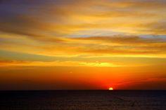 붉은 태양이 하늘은 물들이는 동해 감포항의 일출  (사진_2015트래블로거 크리스)