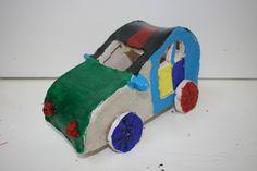 Auto opgebouwd met kleiplaten
