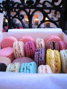 food, macarons, and macaroons image Yummy Treats, Sweet Treats, Yummy Food, Tasty, Sweet Cookies, Fun Cookies, Laduree Paris, French Macaroons, Laduree Macaroons
