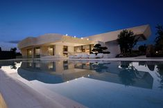 """A-cero architecture studio is presenting a house that A-cero recently finished in """"La Finca"""" estate in the town Pozuelo de Alarcón (Madrid). Exterior Design, Interior And Exterior, Modern Exterior, Kb Homes, House Layouts, White Houses, My Dream Home, Dream Homes, Modern Architecture"""