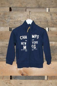 Diep donkerblauw vest met zakjes en een gezellig gekleurde roesel aan de rits. Leuk met een McGregor shirt eronder en een baggy jeans