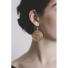 #Pendiente Mandala Abierta 4 cm con piedras, #swarovsky y ámbar en color verde. Hecho a base de #CapimDorado, Planta del Brasil - Consíguelos en la #BoutiqueOhMyChic #OhMyChic - El escaparate de diseñadores de moda #madeinspain
