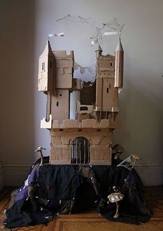 Cardboard castle by Ann Wood (Small Wood Crafts How To Make) Cardboard Castle, Cardboard Furniture, Cardboard Crafts, Paper Crafts, Cardboard Boxes, Cardboard Playhouse, Wood Crafts, Diy For Kids, Crafts For Kids