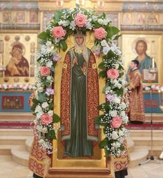 Rose laden  Mother Jesus Art, Church Flowers, Orthodox Christianity, Blessed Mother, Flower Art, Floral Arrangements, Diy And Crafts, Floral Wreath, Faith
