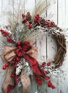 Winter Christmas Wreath for Door – Red and White Holiday Wreath – Country Christmas Wreath Guirnalda de la Navidad del invierno para por marigoldsdesigns Noel Christmas, Rustic Christmas, Christmas Projects, Winter Christmas, Christmas Ornaments, Elegant Christmas Decor, Modern Christmas, Christmas Movies, Christmas 2019