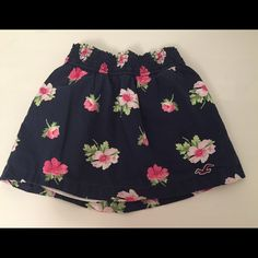 Hollister floral skirt Has only been worn once. Size XS Hollister. Amazing condition. Hollister Skirts