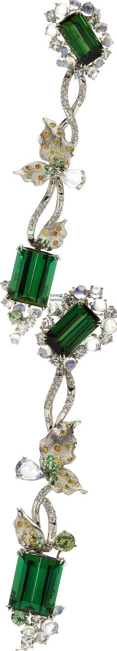 Stunning Expressions – A Lifetime Passion to Design & Travel! Jewelry Box, Jewelry Accessories, Fine Jewelry, Emerald Color, Emerald Green, Art Ancien, She Was Beautiful, Luxury Shop, Diamond Are A Girls Best Friend