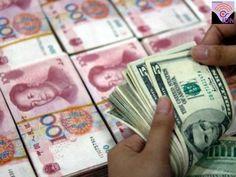 Banco Popular de China acelera devaluación del Yuan y impacta a las bolsas de valores y monedas de Asia-Pacífico. Está devaluación del Yuan, provoca que las monedas de la región asiática pierdan equilibrio y los mercados bursátiles se hundieran, porque los inversores ahora temen que el gigante oriental esté comenzando una guerra comercial contra sus competidores. El Banco Popular de China sorprendió a los mercados al fijar el punto medio de su tasa cambiaria en 6.5646 yuanes por dólar.