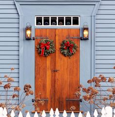 No one loves wreathes more than New Englanders in December ❤️☃ #newengland #countryliving #verytandc #myhousebeautiful #scenesofnewengland