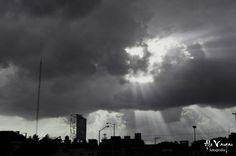 #street #photography #skye #blanco #negro #contraluz #fotografia #león #gto #méxico #city #rayosdeluz