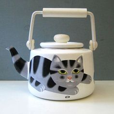 Vintage ceramic cat kettle designed by Martin Leman (1980s)