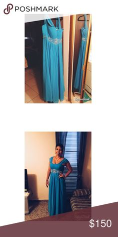 Aqua Blue Dress♦️OPEN TO OFFERS Evening dress♦️Worn just one time for a wedding as a bridesmaid♦️Perfect condition♦️Can be worn for any occasion♦️ NO trades ♦️OPEN TO OFFERS♦️Bought in Genesis Boutique in Puerto Rico Dresses Wedding
