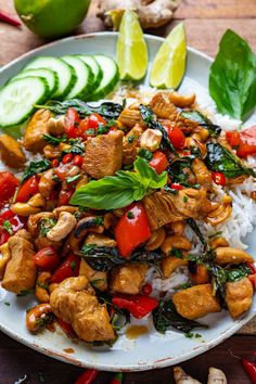 Thai Basil Chicken Healthy Family Meals, Healthy Dinner Recipes, Vegetarian Recipes, Thai Recipes, Best Chicken Recipes, Turkey Recipes, Healthy Food, Thai Basil Chicken, Clean Recipes