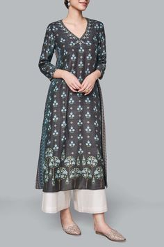 Dexter Kurta – Lady - Suit World Simple Kurti Designs, Kurta Designs Women, Dress Indian Style, Indian Dresses, Dress Neck Designs, Blouse Designs, Kurta Style, Kurta Neck Design, Embroidery Suits Design