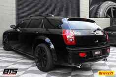 Chrysler Touring calçando pneus Scorpion Verde All Season. Chrysler 300c Touring, Dodge Magnum, Supersport, Modified Cars, Station Wagon, Scorpion, Mopar, Classic Cars, Police