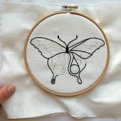 hand embroidery patterns for pillowcases Hand Embroidery Patterns Free, Embroidery Hoop Crafts, Hand Embroidery Projects, Hand Embroidery Videos, Butterfly Embroidery, Hand Embroidery Stitches, Simple Embroidery Designs, Geometric Embroidery, Embroidery Sampler