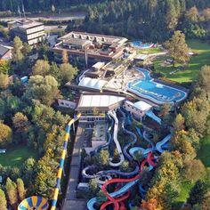Alpamare est un parc aquatique situé dans la ville de Pfäffikon dans le canton de Schwytz, à 35 kilomètre de Zurich.  Facebook Typique Suisse