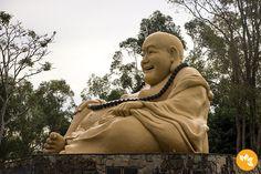 Conheça o terceiro maior templo Budista do Brasil.