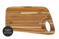 Você está sentindo falta de uma tábua de frios em madeira para receber com mais charme seus amigos? A Tábua para Frios Hotelo é uma tábua de corte que pode ser utilizada tanto como acessório para cozinha, quanto como acessório de decoração.