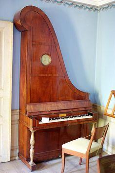 "An ""Upright"" (giraffe) Piano Piano Man, Piano Keys, Piano Music, Sound Of Music, My Music, Live Music, Instruments, Old Pianos, Piano Bench"