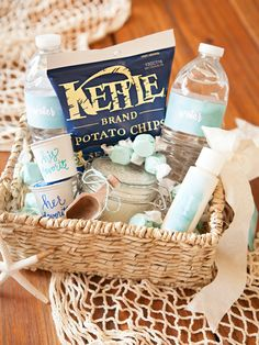 Wedding Gifts Diy How to make the most darling beach wedding, hotel welcome gifts! - In this post we break down a list of items to include in your unique wedding welcome gift. plus gift ideas in beach, boho and modern wedding themes! Wedding Welcome Baskets, Wedding Gift Baskets, Wedding Welcome Gifts, Wedding Gift Bags, Wedding Gifts For Guests, Wedding Souvenir, Beach Gift Basket, Wedding Favours, Modern Wedding Theme