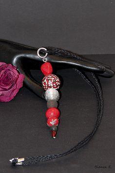 Halskette mit Perlenanhänger aus Polymer Clay.     Polymer Clay ist eine ofenhärtende Modelliermasse, die es in verschiedenen Farben gibt. In rohem Zu