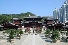 Chi Lin Nunnery is a large Buddhist temple complex located in Diamond Hill, Kowloon. Covering a space of more than 33,000 square meters, the temple complex includes a nunnery, temple halls, Chinese gardens, visitor's hostels and a vegetarian restaurant.  (Source: Fotopedia)