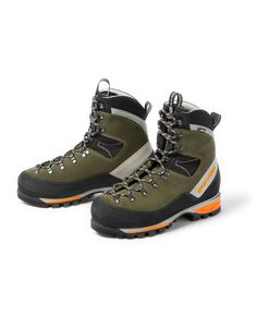 These boots feature a waterproof membrane for protection in wet hunting conditions. Waterproof hunting boots, available at KUIU. Bike Shoes, Hot Shoes, Shoe Boots, Man Boots, Men Hiking, Hiking Boots, Hiking Gear, Trekking Gear, Waterproof Hunting Boots
