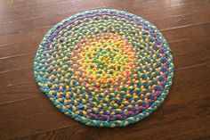A tutorial on how to make this braided rug from t-shirts in 5 easy steps: cut it, braid it, coil it, sew it, lay it.  I'm determined to find the techinque that is the least labor intensive.