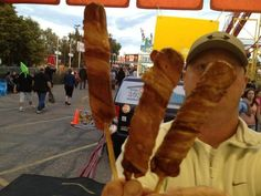 Even I don't think I could eat this. but I think Ron is going to try :) The Campbell's Concessions' Double Bacon Corn Dog will make its debut at this year's Iowa State Fair. Deep Fried Butter, Deep Fried Bacon, State Fair Food, Iowa State Fair, Bacon Wrapped Corn, Pork Ham, Weird Food, Crazy Food, True Food