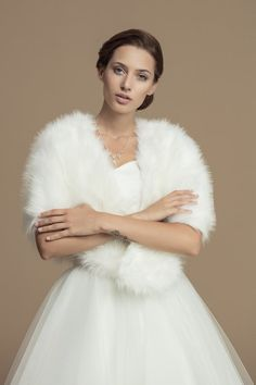 Winter / Autumn Bridal Stole Wolf Fur Imitation Perfect for colder days. Made from wolf fur imitation material. Custom orders possible If You have any questions do not hesitate to ask. Made in EU. Wedding Shrug, Bridal Shrug, Wedding Jacket, Winter Wedding Coat, Lace Bolero, Cold Day, Faux Fur, Autumn, Formal Dresses
