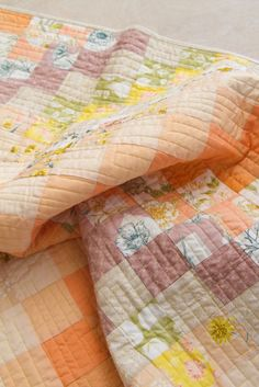 Art Gallery Fabrics® Oeko-tex certified. 100% Premium cotton. Cotton, Knit, and Rayon substrates available. DIY // click on the image to download the FREE pattern! Patchwork Fabric, Floral Fabric, Quilt Patterns Free, Sewing Patterns, Pattern Art, Free Pattern, Applique Pillows, Art Gallery Fabrics, Free Sewing