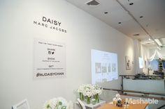vous twittez ou vous instagramez un contenu de cette boutique ? vous repartez avec un petit cadeau ! http://mashable.com/2014/02/06/marc-jacobs-tweet-store/