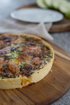 Quiche m. Spinat & Epoisses | Rezept | Französisch kochen Camembert Cheese, Snacks, Pizza, Quiches, Cooking, Breakfast, France, Vegan, Food