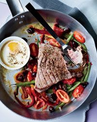 Hot Niçoise Salad: Gwyneth Paltrow transforms one of her favorite salads, the Niçoise, into a hearty one-dish dinner by roasting tuna steaks on a tangle of beans, tomatoes, anchovies and olives. Healthy Egg Recipes, Salad Recipes, Cooking Recipes, Healthy Dinners, Healthy Foods, Yummy Recipes, Dinner Recipes, Yummy Food, Gwyneth Paltrow