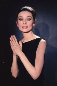 The actress Audrey Hepburn photographed by Vincent Rossell at the Studios de Boulogne, located on Avenue Jean-Baptiste-Clément, in Boulogne-Billancourt, a French commune in the Hauts-de-Seine. Audrey Hepburn Mode, Audrey Hepburn Charade, George Peppard, Fair Lady, British Actresses, Taylor Hill, Most Beautiful Women, Old Hollywood, Divas